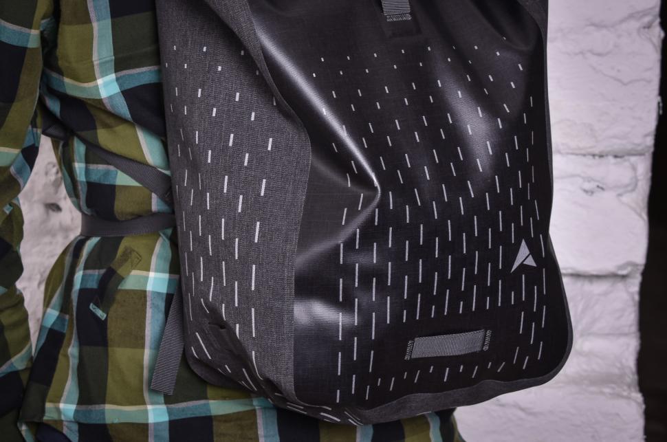 Altura Thunderstorm City 30 backpack-3.jpg