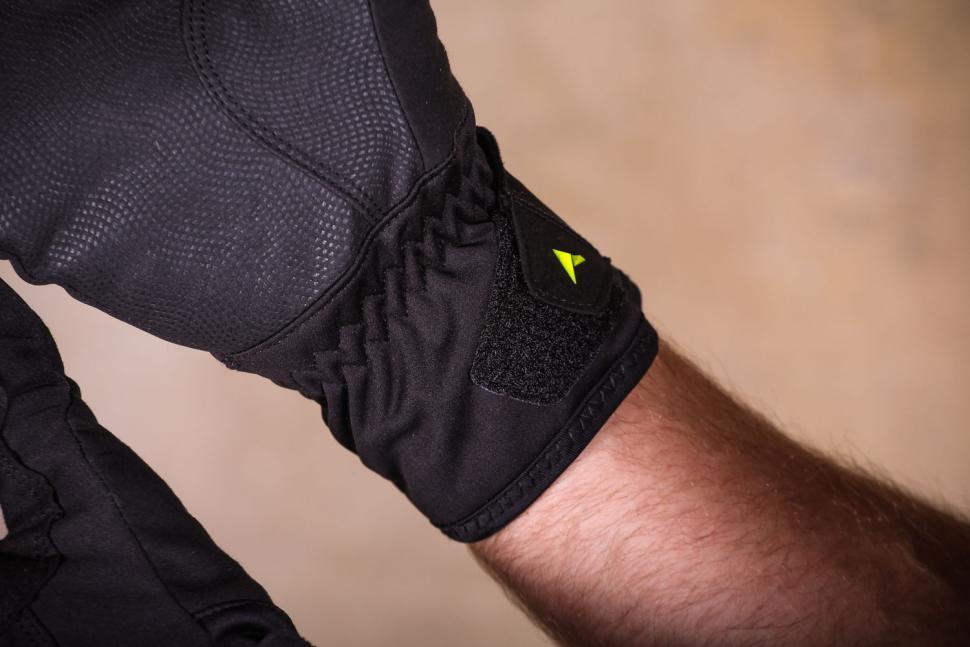 Altura Thunderstorm gloves - cuff.jpg
