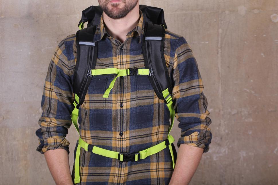 Altura Vortex 25 Waterproof Backpack - straps.jpg