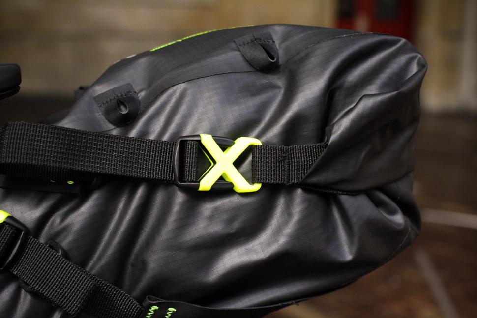 Altura Vortex Seatpack - clip.jpg