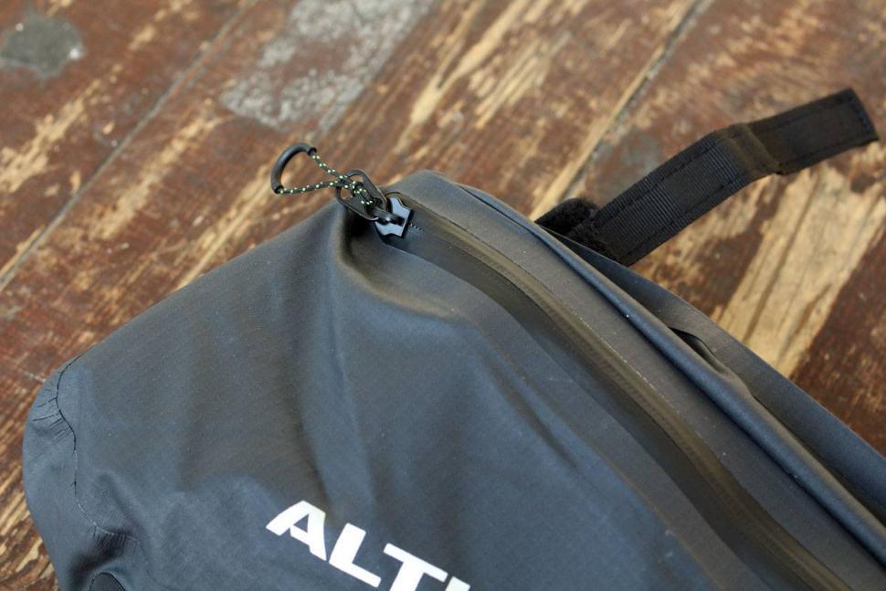 Altura Vortex Waterproof Framepack - zip.jpg