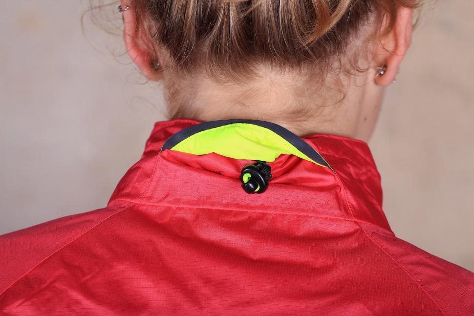 Altura Womens Nevis III Waterproof Jacket - collar toggle.jpg