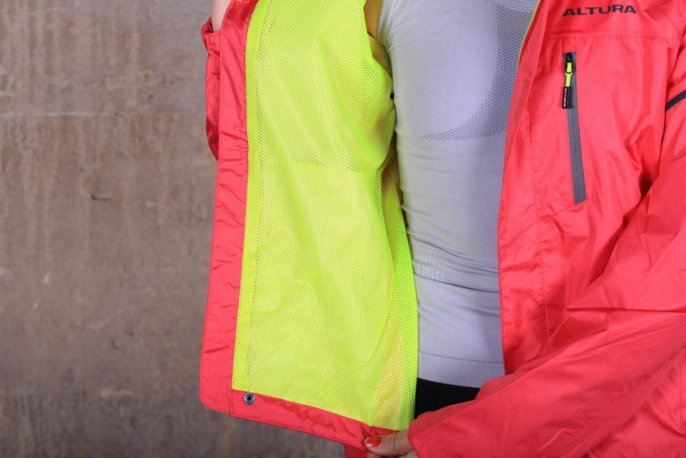 Altura Womens Nevis III Waterproof Jacket - inside.jpg