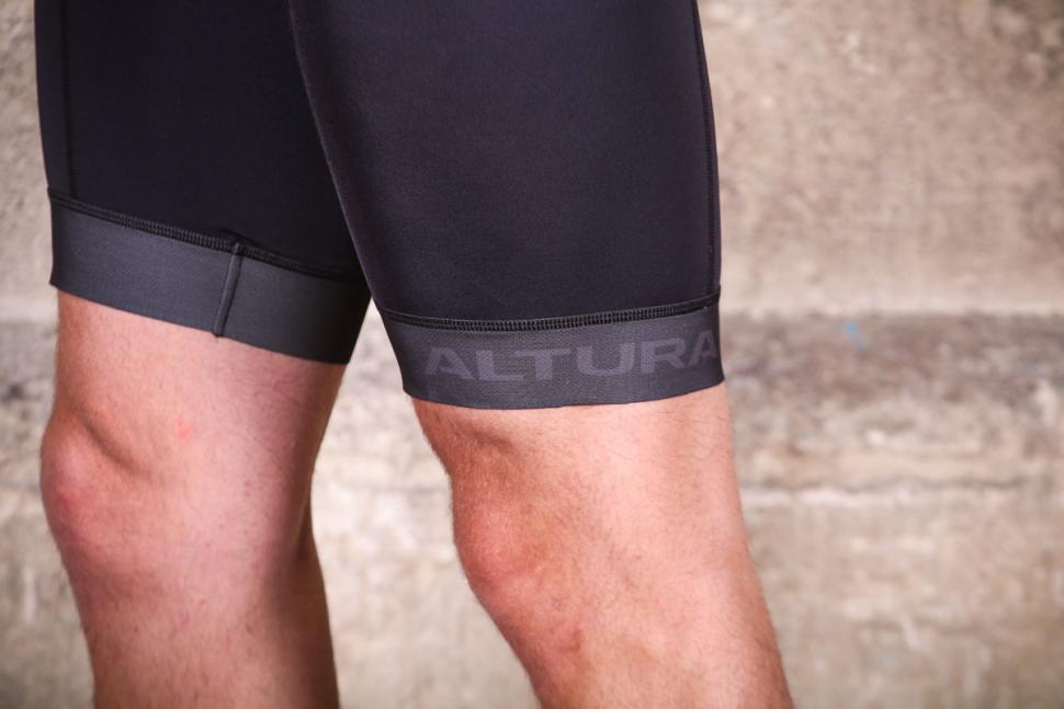 altura_nv2_bib_shorts_-_cuff.jpg