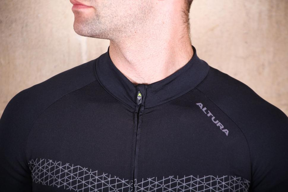 altura_nv2_elite_short_sleeve_jersey_-_collar.jpg
