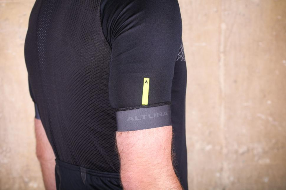 altura_nv2_elite_short_sleeve_jersey_-_sleeve_detail.jpg