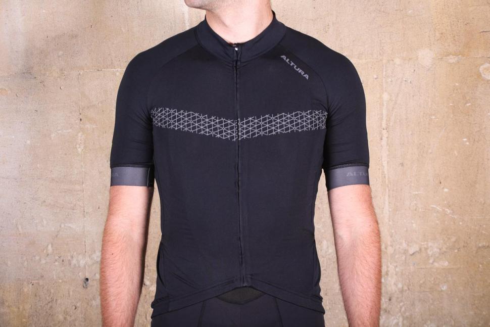 Review  Altura NV2 Elite Short Sleeve Jersey  b3858fa9d