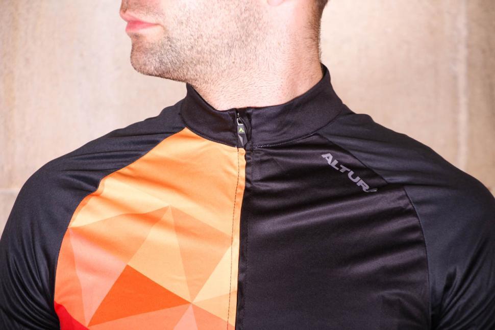 altura_peloton_short_sleeve_jersey_mosaic_-_collar.jpg