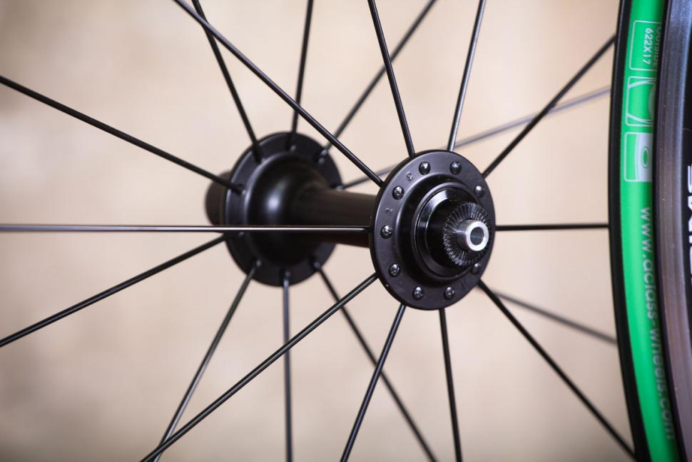 _alx265_700c_qr_road_wheels_tl-ready_-_front_hub.jpg