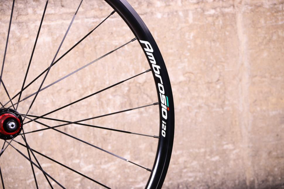 Ambrosio i20 wheelset - rim detail.jpg