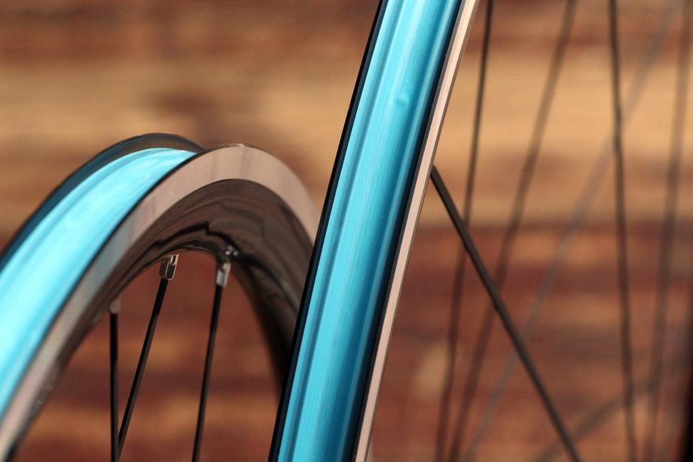 American Classic Argent Tubeless wheelset - rim bed.jpg
