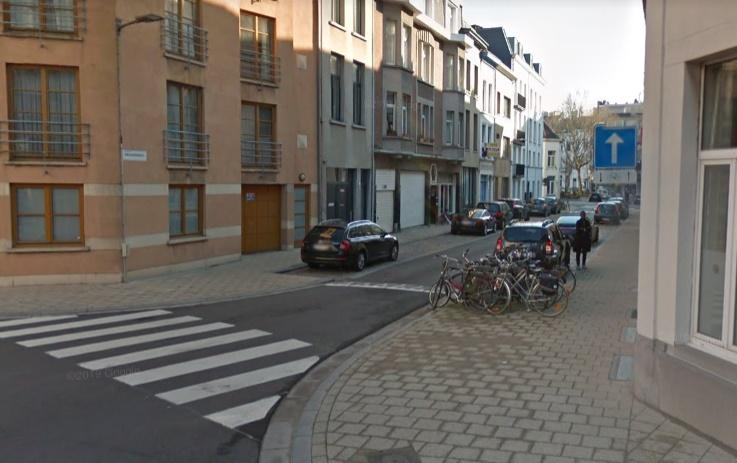 Antwerp streets are too narrow so there should be a ban on overtaking cyclists say campaigners