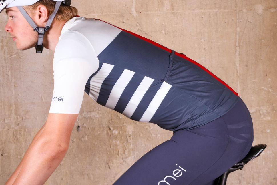 ashmei Mens Breton Cycle Jersey - riding.jpg
