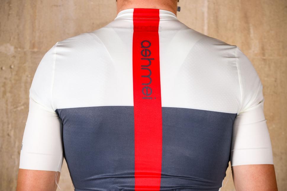 ashmei Mens Breton Cycle Jersey - shoulders.jpg