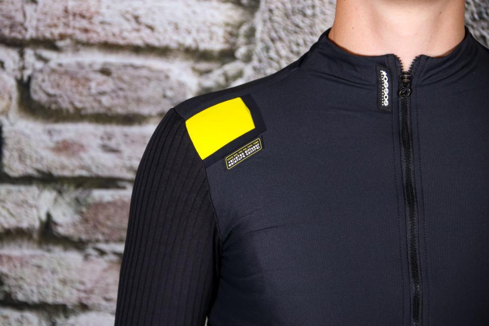 Assos Equipe RS Aero Jacket - shoulders.jpg