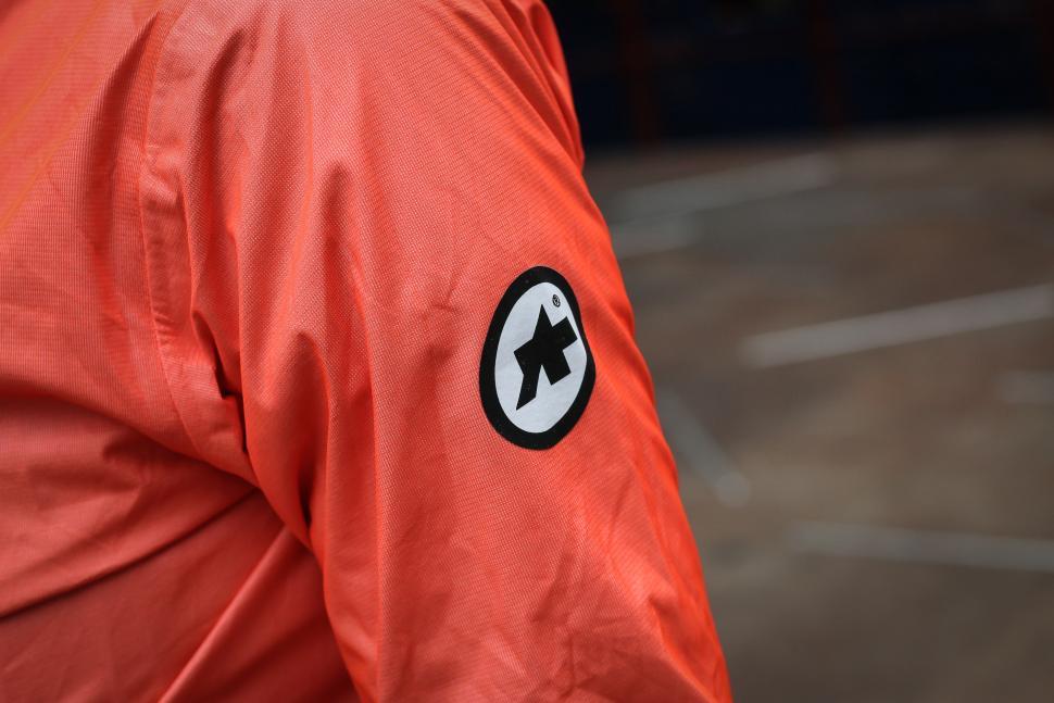 Assos Equipe RS rain jacket-3.jpg