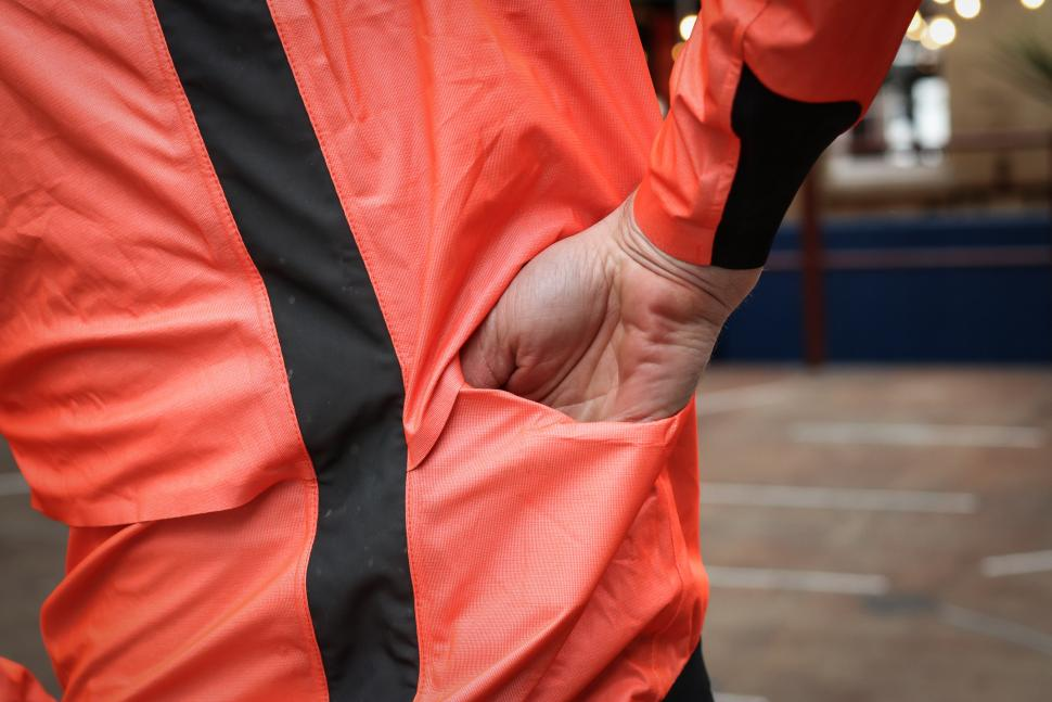 Assos Equipe RS rain jacket-7.jpg