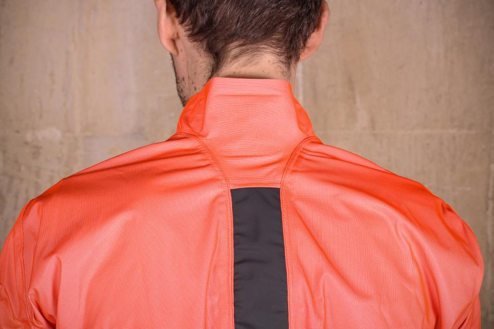 Assos Equipe RS rain jacket - back collar.jpg