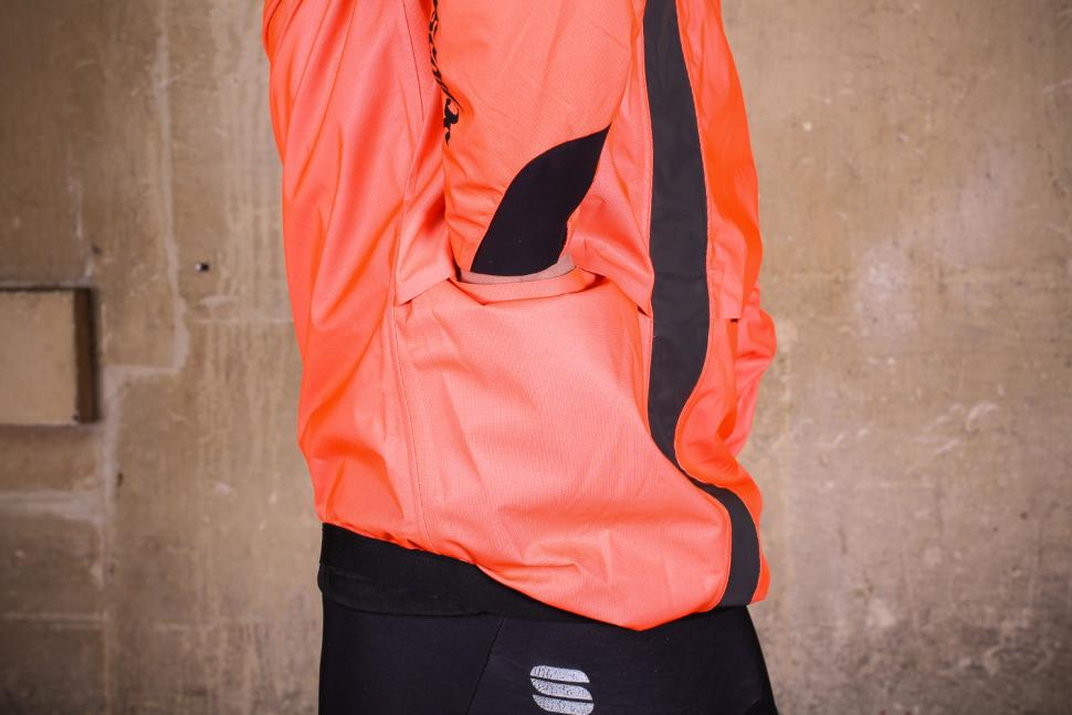 Assos Equipe RS rain jacket - pocket access.jpg