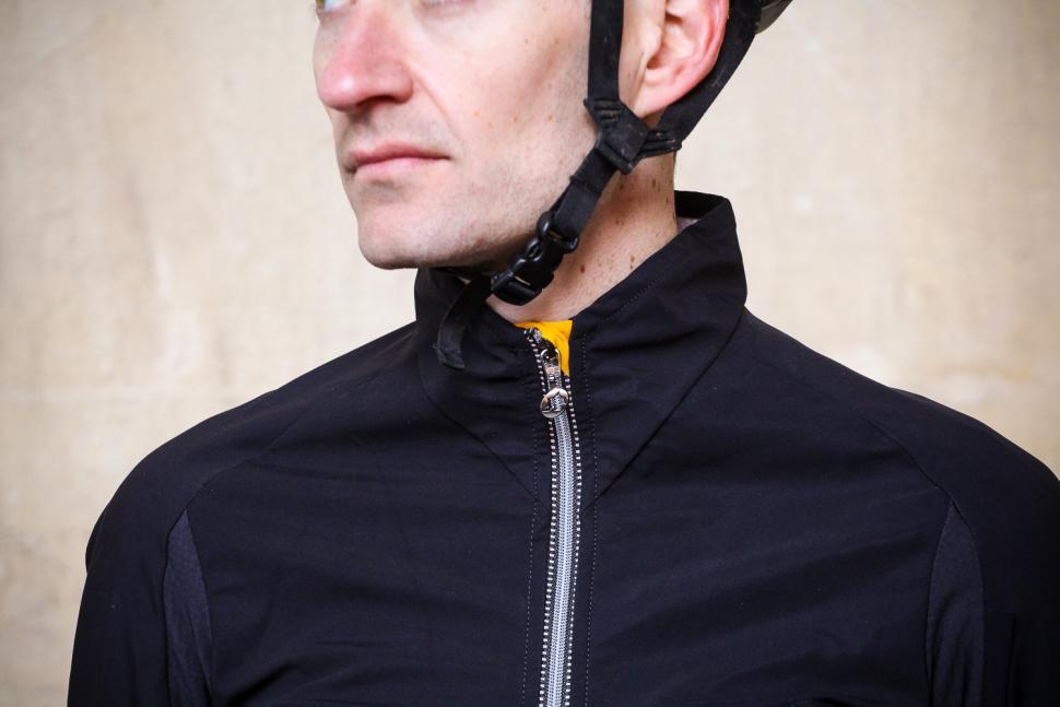 Assos IJ.Habus Insulator Jacket - collar.jpg