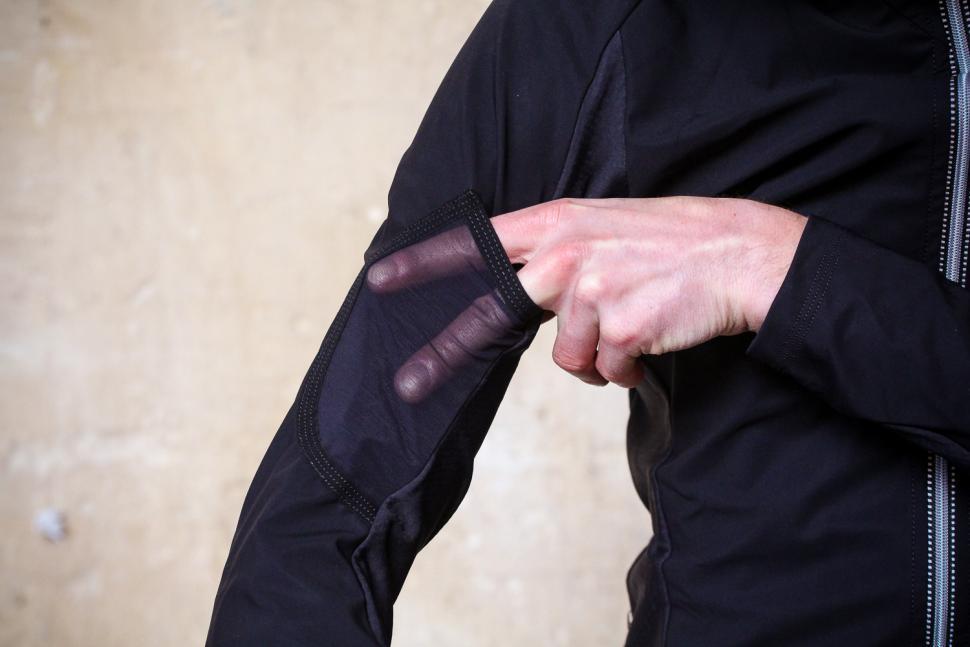 Assos IJ.Habus Insulator Jacket - sleeve pocket.jpg