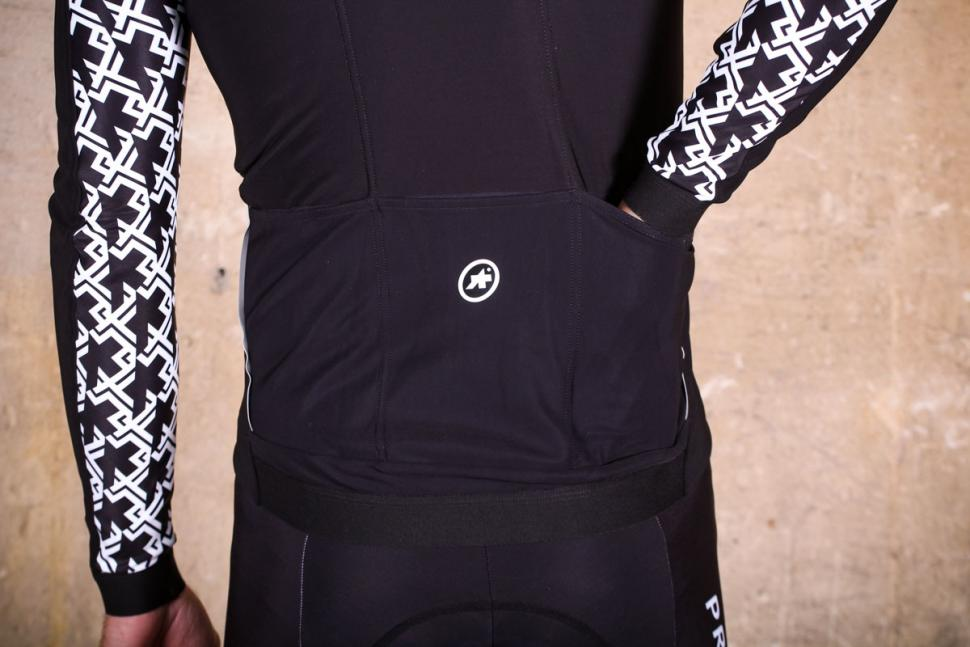 Assos Mille GT winter Jacket - pocket.jpg