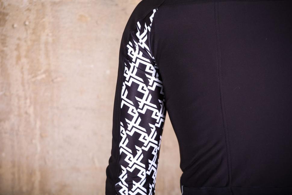 Assos Mille GT winter Jacket - sleeve detail.jpg