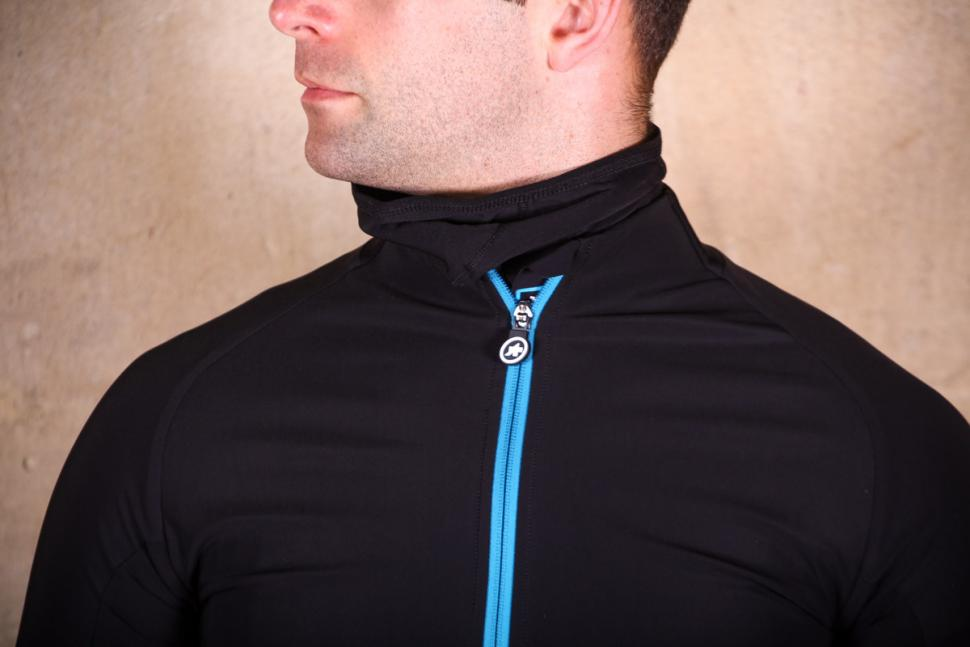 Assos Mille GT winter Jacket Ultra AZ - collar.jpg
