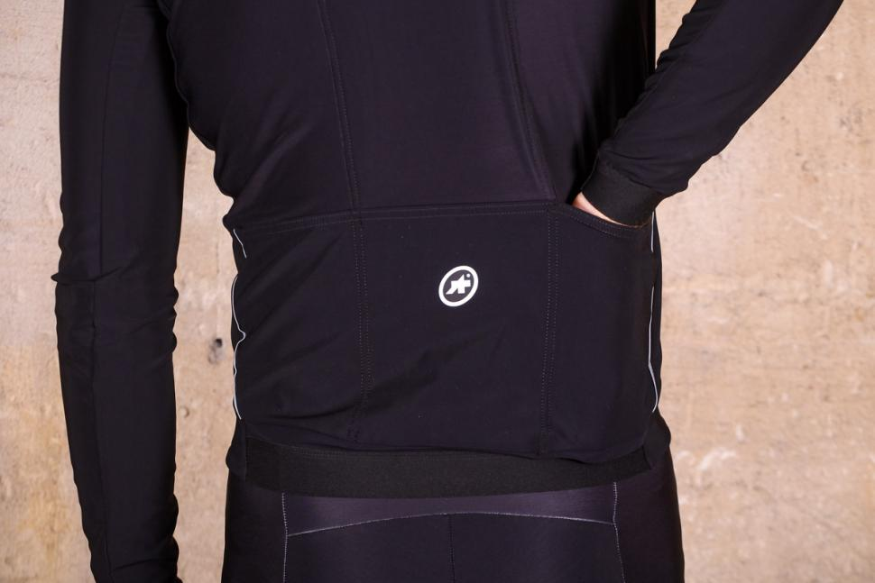 Assos Mille GT winter Jacket Ultra AZ - pockets.jpg