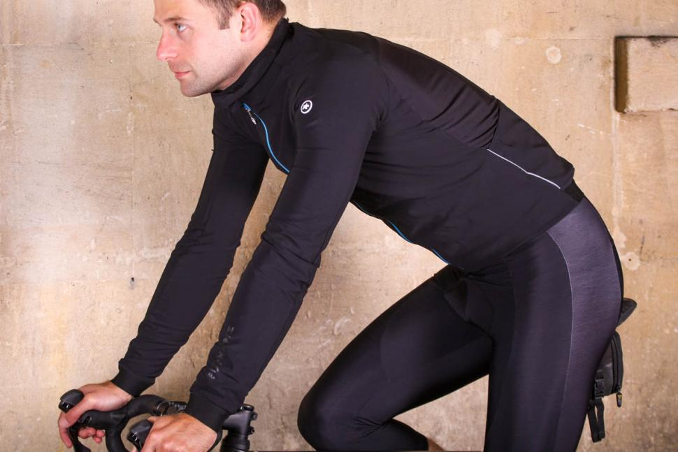 Assos Mille GT winter Jacket Ultra AZ - riding.jpg