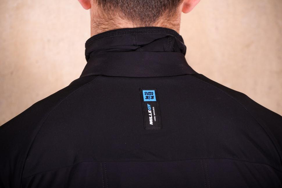 Assos Mille GT winter Jacket Ultra AZ - shoulders.jpg