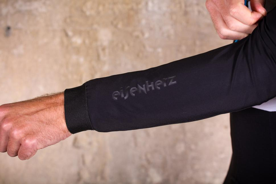 Assos Mille GT winter Jacket Ultra AZ - sleeve detail.jpg