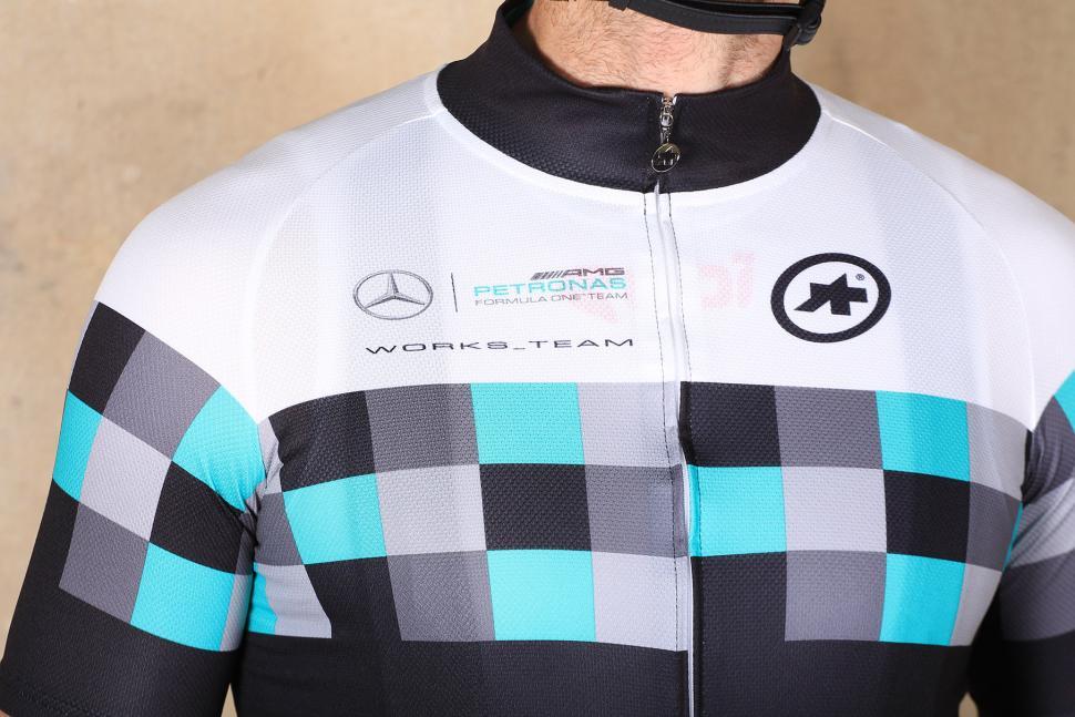 Assos T.works_team jersey - chest.jpg