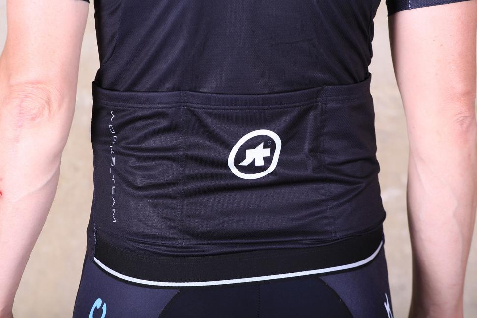 Assos T.works_team jersey - pocket.jpg