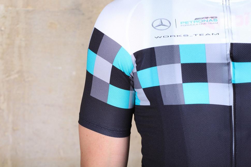 Assos T.works_team jersey - sleeve.jpg