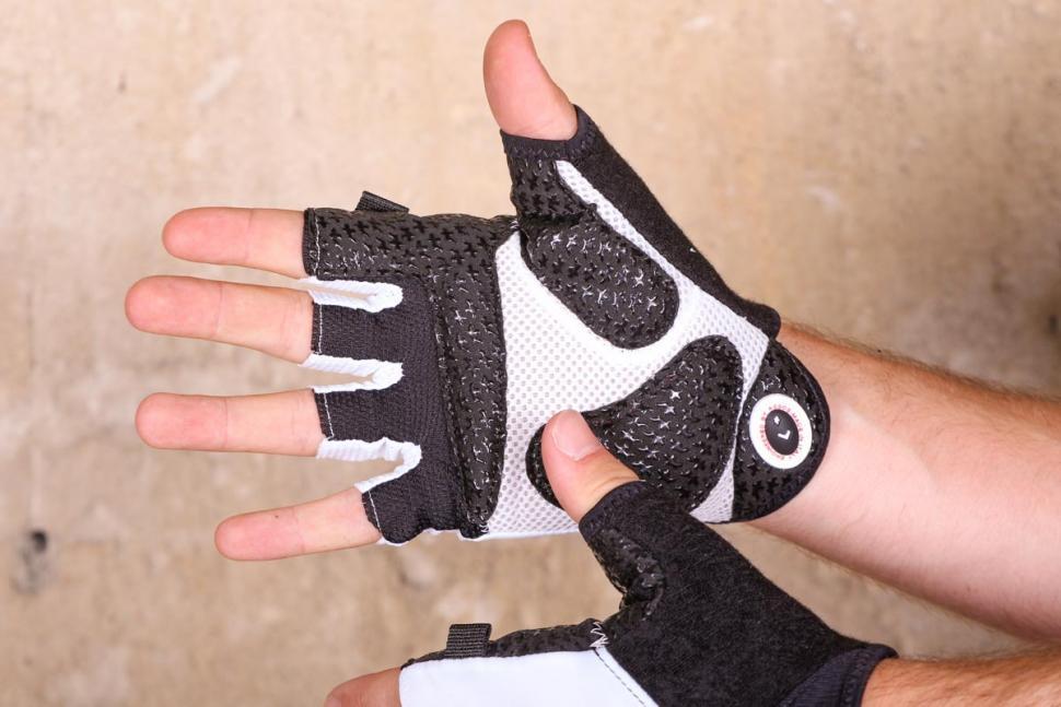 assos_summer_cycling_gloves_-_palm.jpg