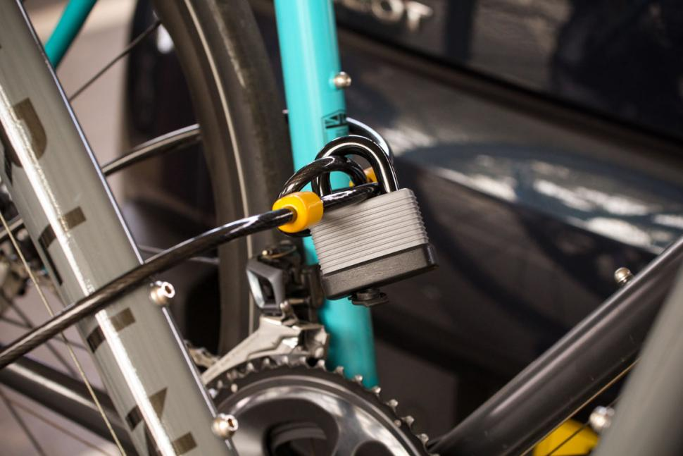 auxtail_towball_mount_cycle_carrier_-_lock.jpg
