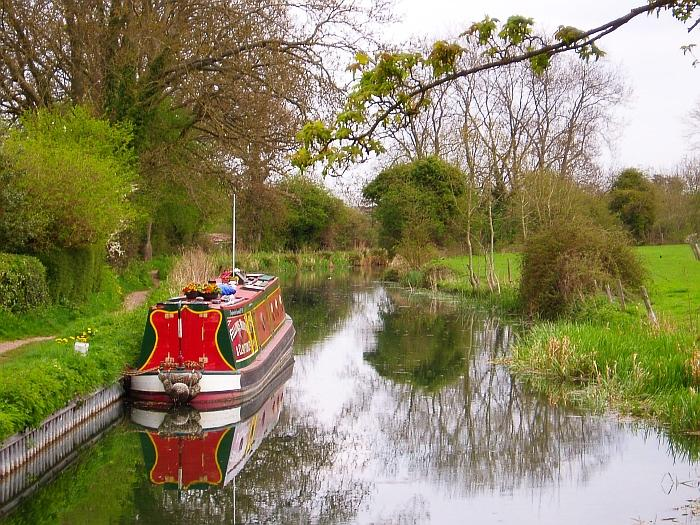 Basingstoke Canal (picture credit Faeden 1)