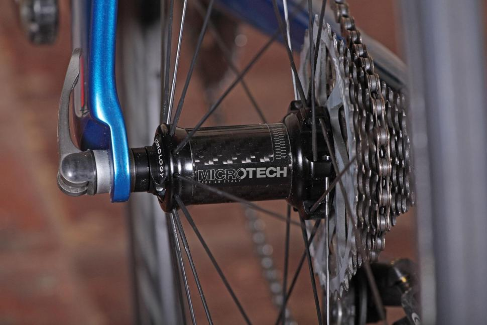 Basso Diamante SV - rear hub.jpg