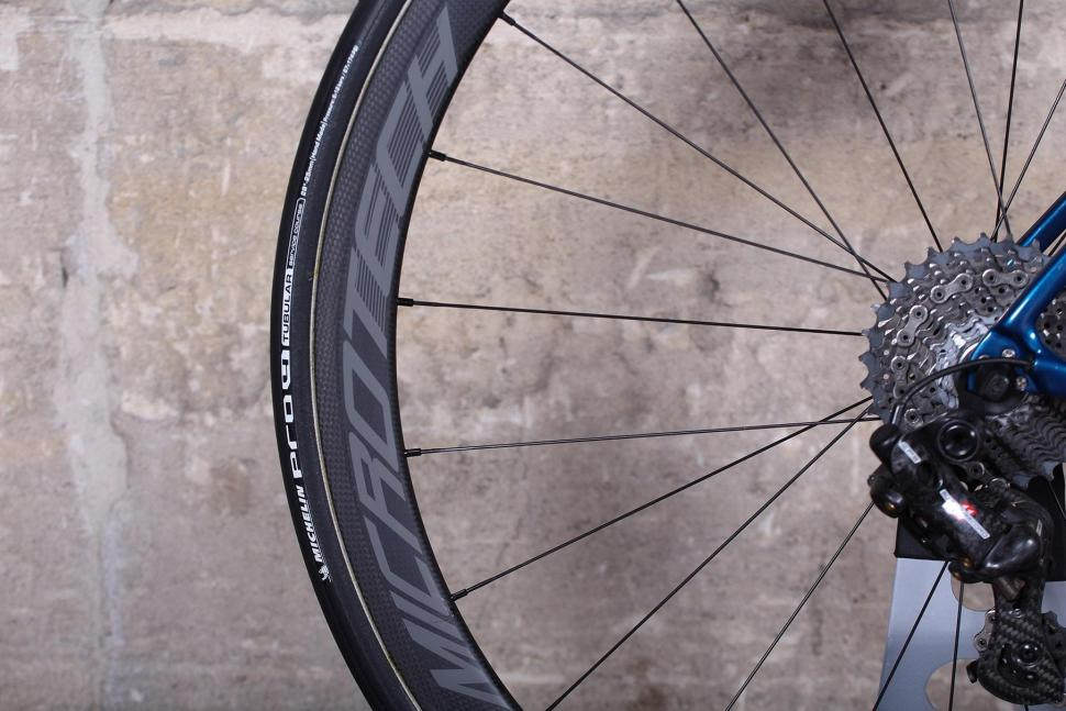Basso Diamante SV - rim and tyre.jpg