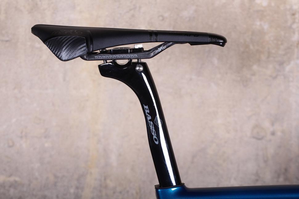 Basso Diamante SV - saddle and post.jpg