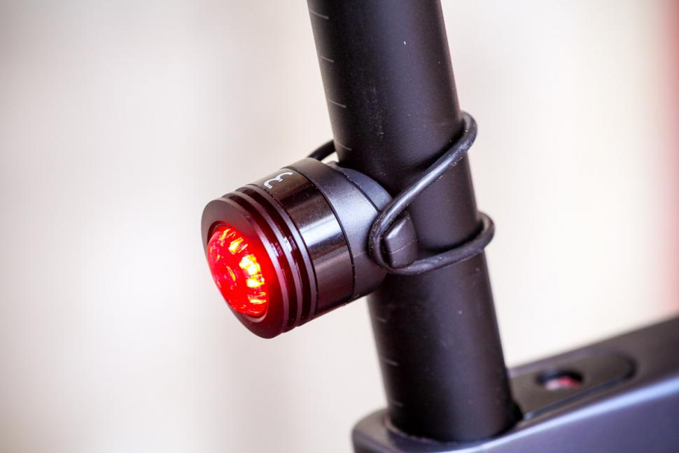 bbb_spycombo_usb_front_and_rear_light_set_-_rear.jpg