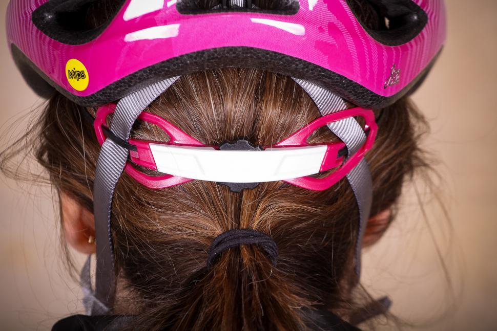 Bell Tempo Mips Universal Womens helmet - ratchet system.jpg