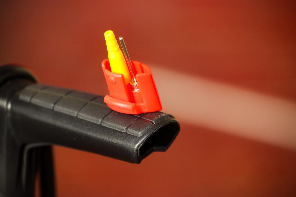 Beto Surge Tubeless Floor Pump - handle detail 2.jpg