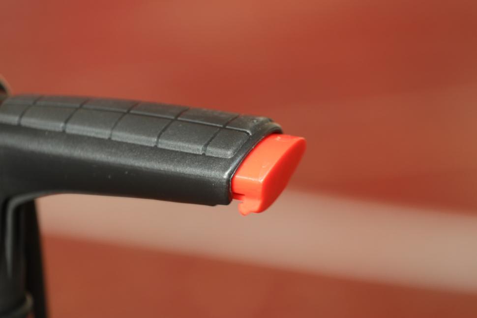 Beto Surge Tubeless Floor Pump - handle detail.jpg