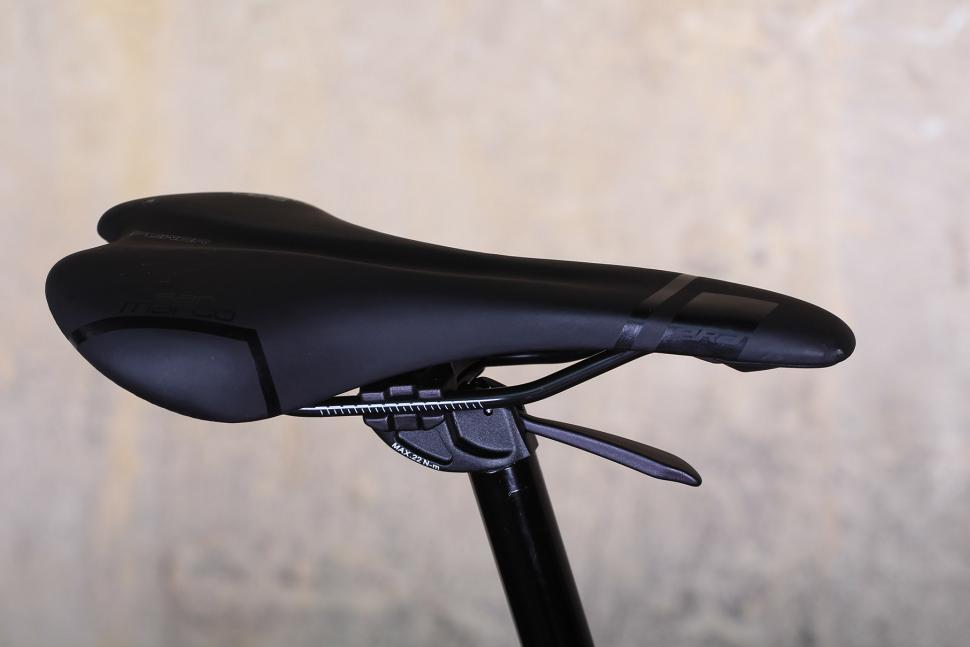 Bianchi Allroad - saddle.jpg