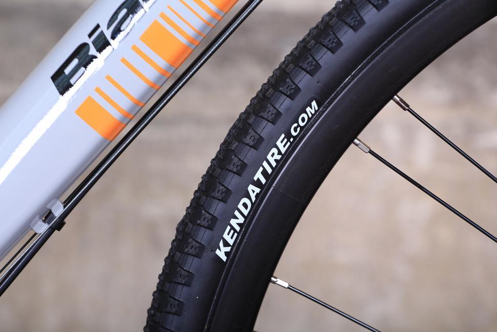 Bianchi Allroad - tyre.jpg