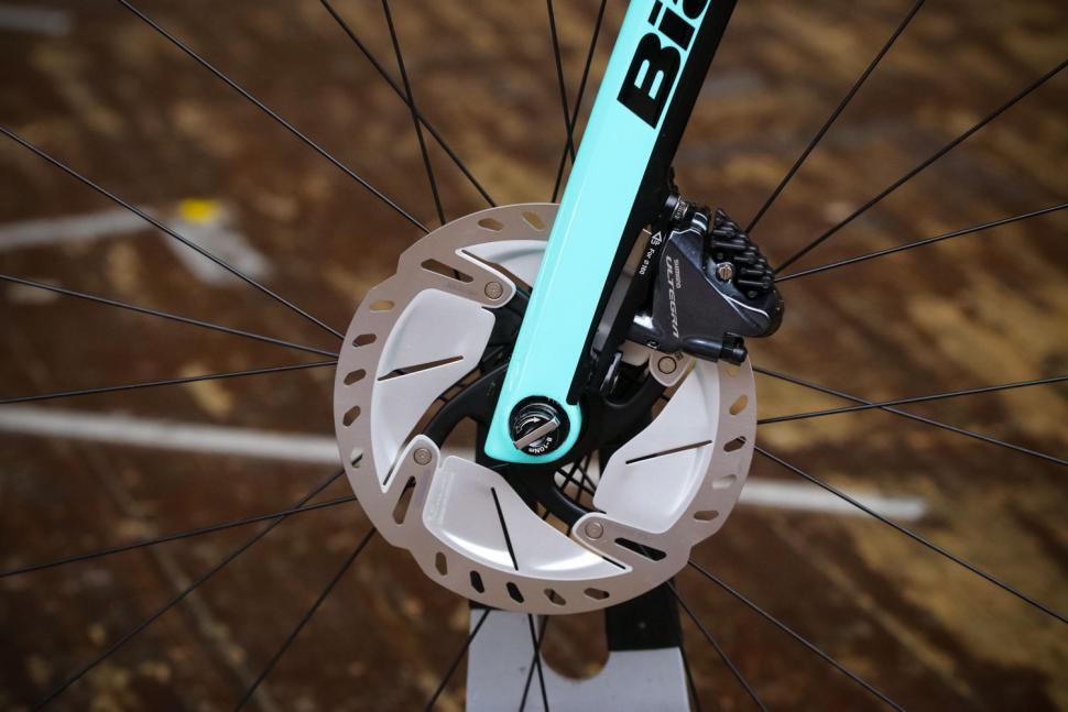 Bianchi Infinito CV Disc Ultegra - front disc brake.jpg