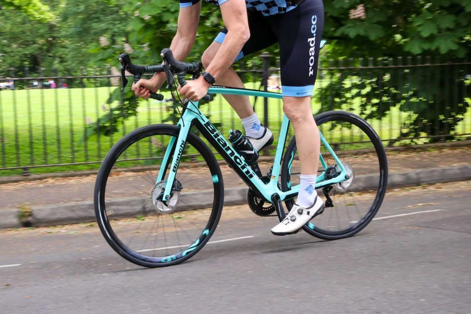 Bianchi Infinito CV Disc Ultegra - riding 2.jpg