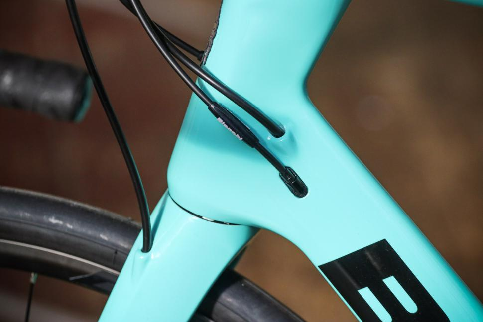 Bianchi Infinito XE - cable route.jpg